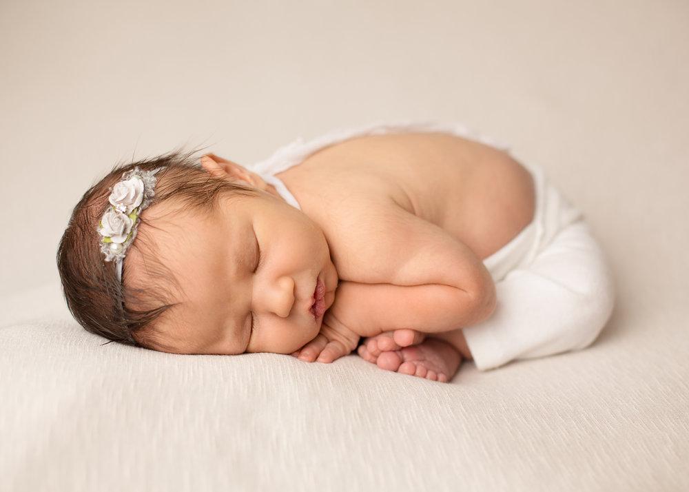 Tulsa newborn taco pose