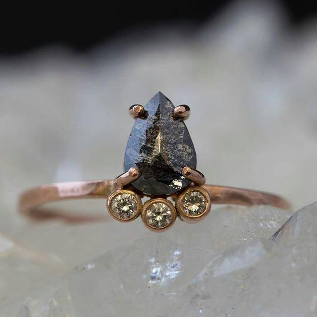 Oh my... now this is a statement ring! Perfection by @alexisrusselljewelry 👌 . . #bohowedding #festivalwedding #bridetobe #brisbanebrides #bohobride #engagement #ido #yes #swoonworthy #blackdiamond