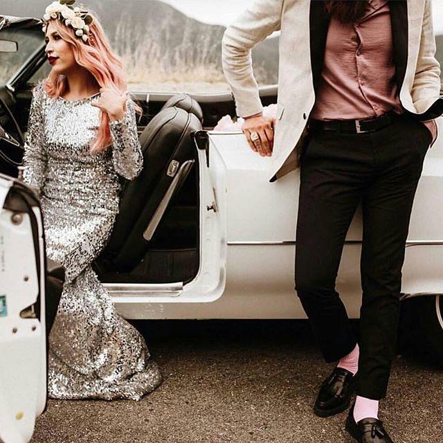 This couple are so rock'n'roll it hurts! Definite #goals . . @Regrann from @blushandbangsbeauty -  Couple goals 😍 • Captured by @laurenscotti • Regram @togetherjournal - #regrann  #bohobride #alternativebride #rocknroll #blushwedding #toocool
