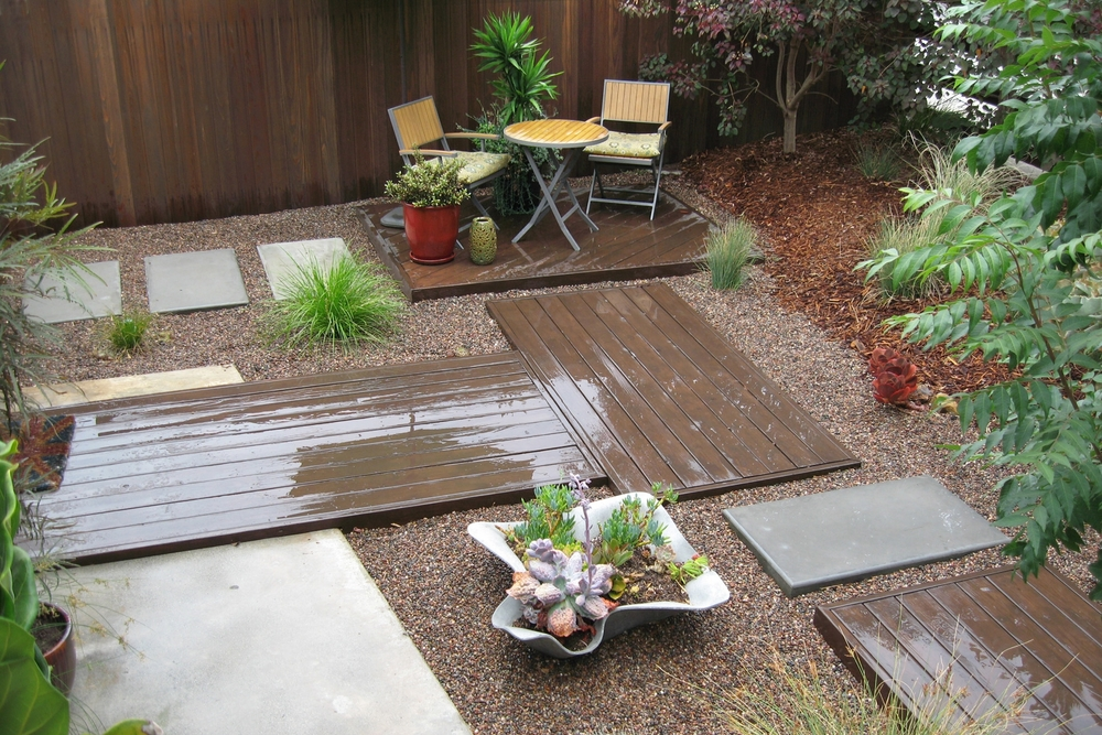 Chic Sustainable Entry Garden