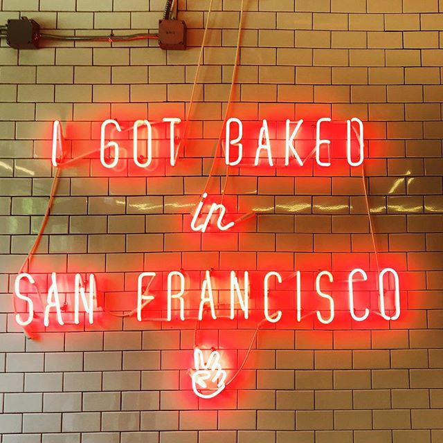 San Francisco never ceases to amaze 💁🏻‍♂️✌🏻❤️ cruffins are LIFE! #mrholmesbakehouse #sanfrancisco #travel #neon #chasinglight