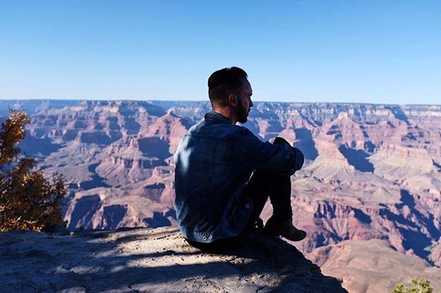 Wondering where the nearest krispy kreme is! 🤔 Photo Cred 🙄 @thevluisproject 😂 #chasinglight #grandcanyon #roadtrip #arizona