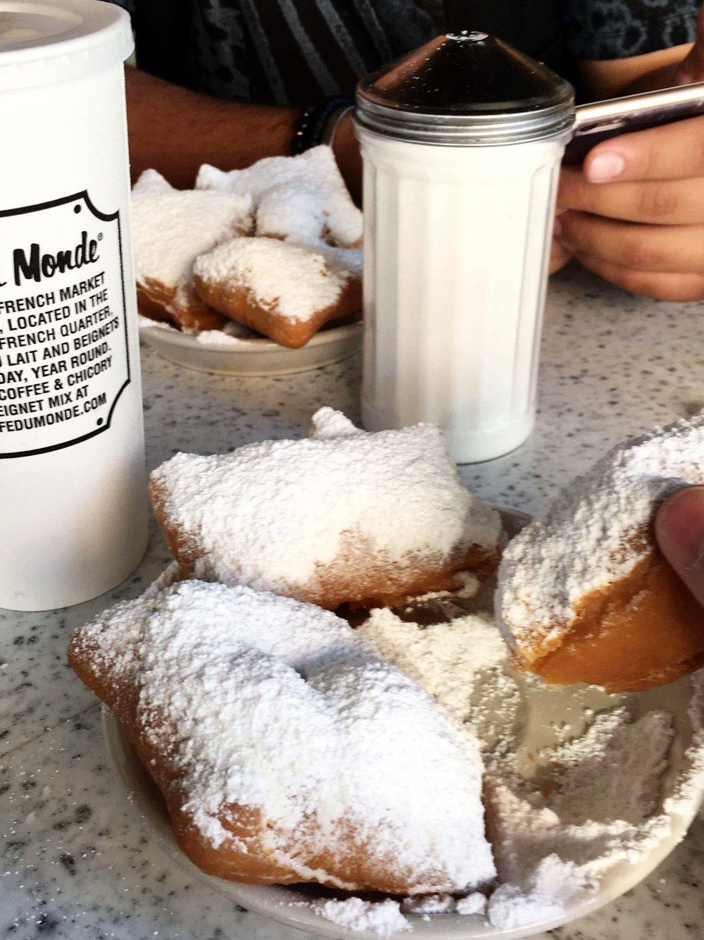 Cafe-du-monde-new-orleans.jpg