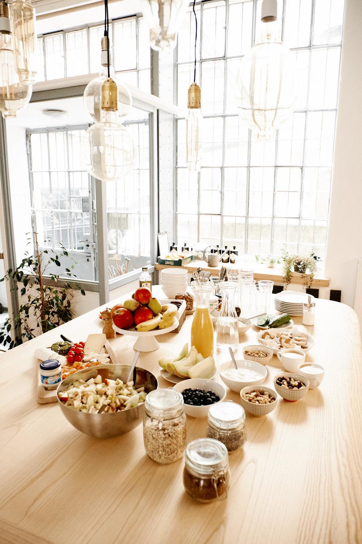 der krönende Abschluss: ein gemeinsames gesundes Frühstück yummie