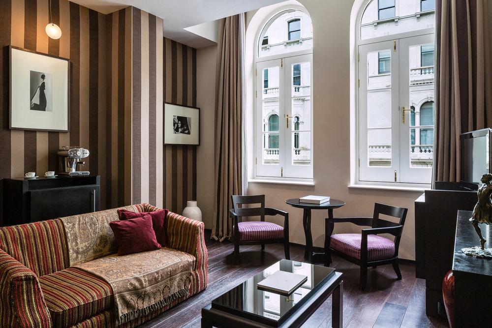 Baglioni_Hotel_London_Executive_Suite_living©DiegoDePol.JPG