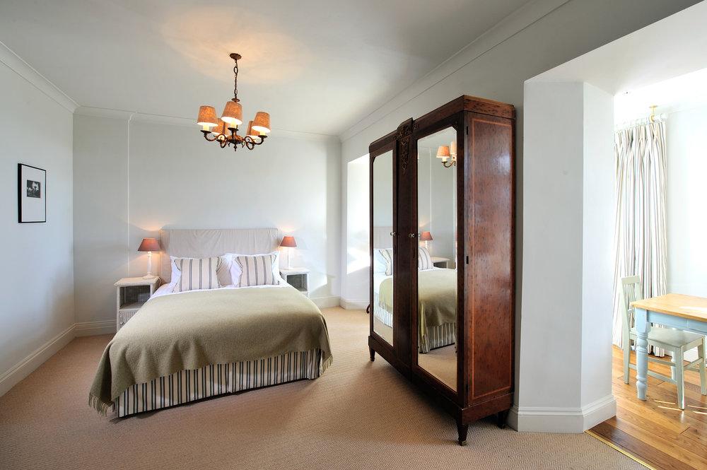 Family Suite 2 ads 3 children Haine bedroom.JPG