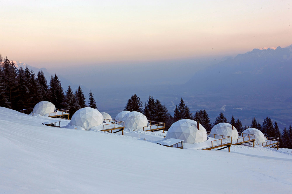 Whitepod_hotel_sunrise_camp.JPG