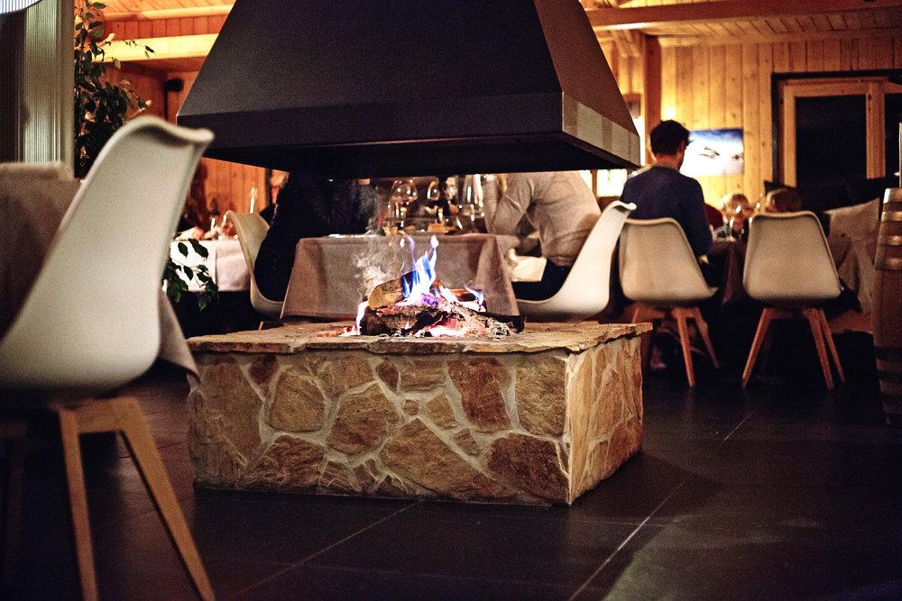 Whitepod_Restaurant_Cerniers_dinner.JPG