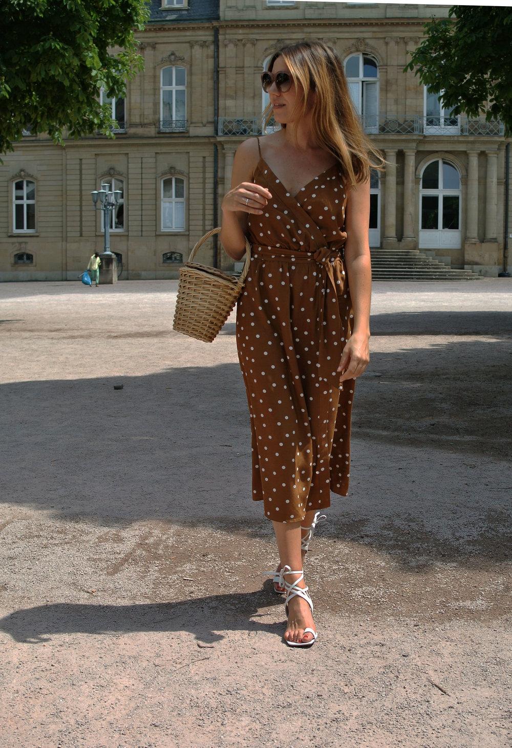 polka dot dress 2.jpg