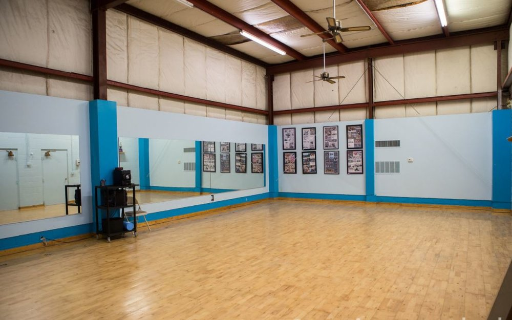 Jazz Dance, Hip-Hop Dance, Modern Dance Studio