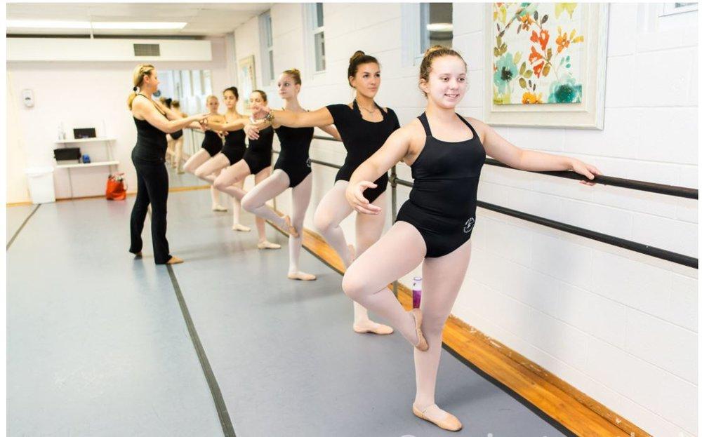 Lauren teaching students in Ballet Class.JPG