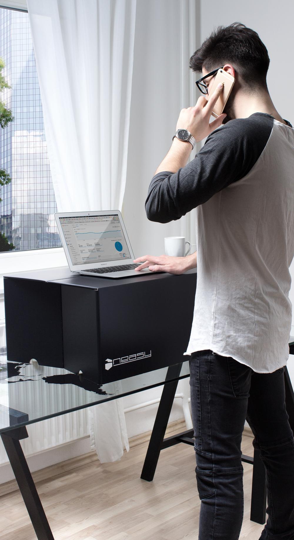 Standing Desk im Stehen arbeiten