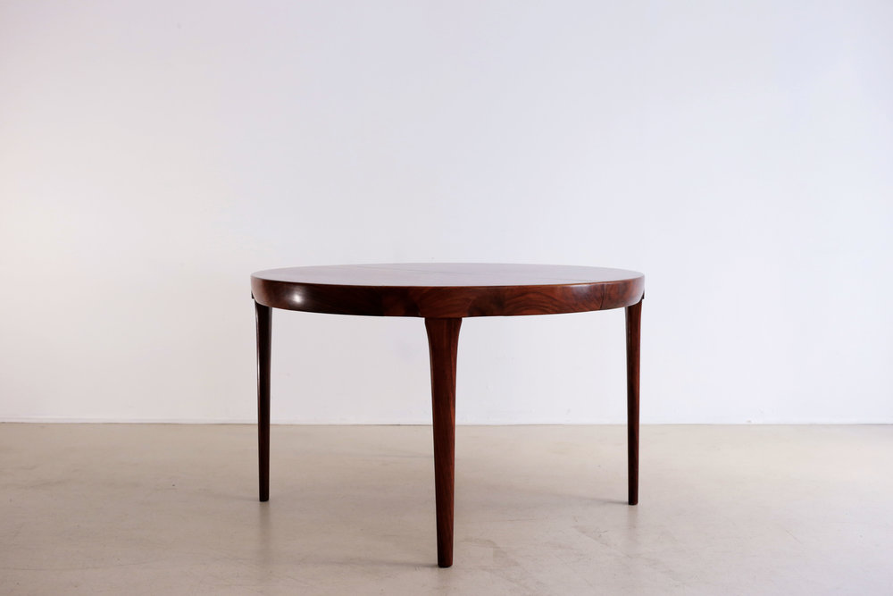 Ib Kofod Larsen | Table