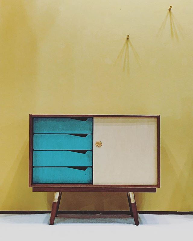 1st day of ICFF, wrapped. Thank you, let's do it all again tomorrow!  @icff_nyc #icff2018  Booth 2265  #icff #furnituredesign #design #mcm #inspired #brass #walnut #interiordesign #industrialdesign #furniture #madeinla #madeinusa #shoplocal #handmade #midcenturymodern #custom #interiorstyle #interiorlovers #hgtv #decor #homedesign