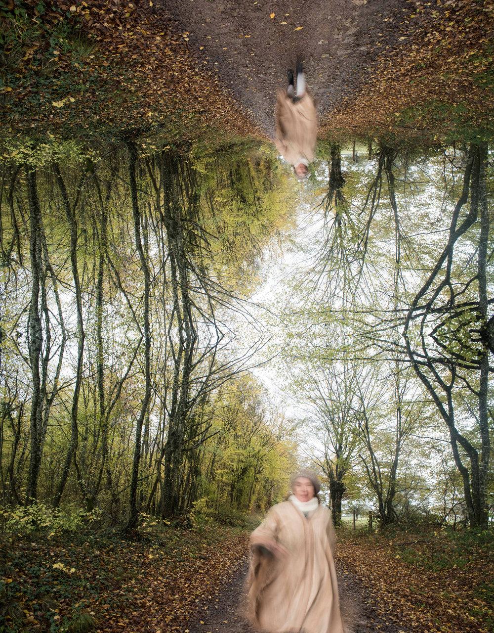 xxxD-Pascale dans les bois, automne et mouvement.jpg