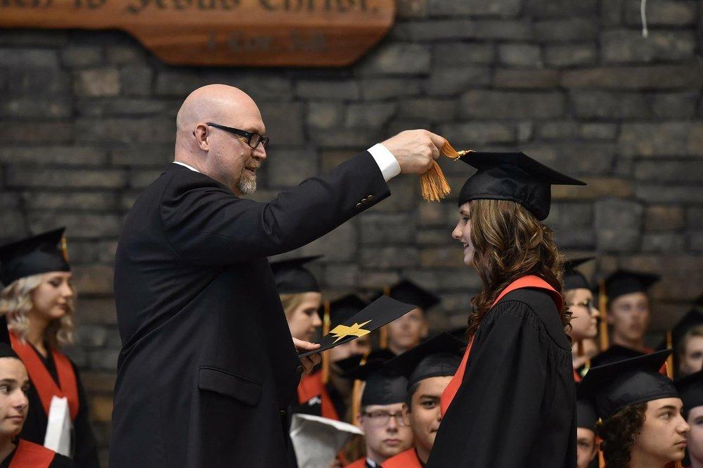 graduation-3058263_1920.jpg