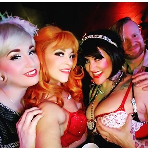 #grittycitysirens #sundayfunday We are #makingplans for more #appearances & Smaller #oneoff #interactiveevents  in between our #largeproductions‼️‼️Like this one we did at #themuletavern for #spanksgiving #staytuned for details of our #6yearanniversary #christmascarol #pubcrawl  DEC.23rd 🎄🍻🎄🎤🎄🍾🎄 #rosiecheex #pinkchampain #Adoraborealis #fedoraborealis #tacomaburlesque
