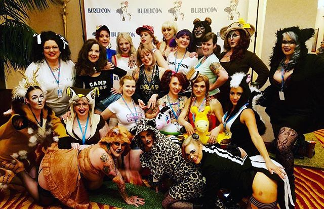 #fbf #burlycon2016 was EVERYTHING ✨💜✨One of the highlights was seeing our #sisters #tushburlesque @tushburlesque at the #camptacular #danceparty 🐱🐵🦄 Go see them  FEB.18th in #olympia ‼️ come see us #grittycitysirens  April15th in #Tacoma ‼️✨✨✨ and #keepaneyeout for a special #announcement of a #TUSH #SIRENS #coproduction #summer2017 #showgirllife #tacomaburlesque #olympiaburlesque #woodlencreatures #camptush #summerlovin #manègeàtrois 💚💙💜💛💖
