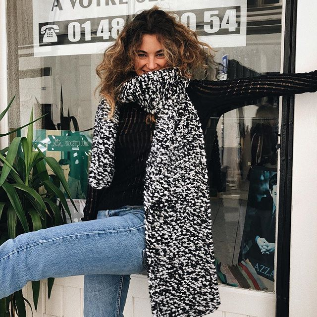 The comfiest scarves of all 🐑 Shop our selection of @ilovemrmittens scarves knitted by hand in our e-shop & in our Parisian flagship #4ruedenormandie • Model 💃🏽 @eleonore.leojeanne