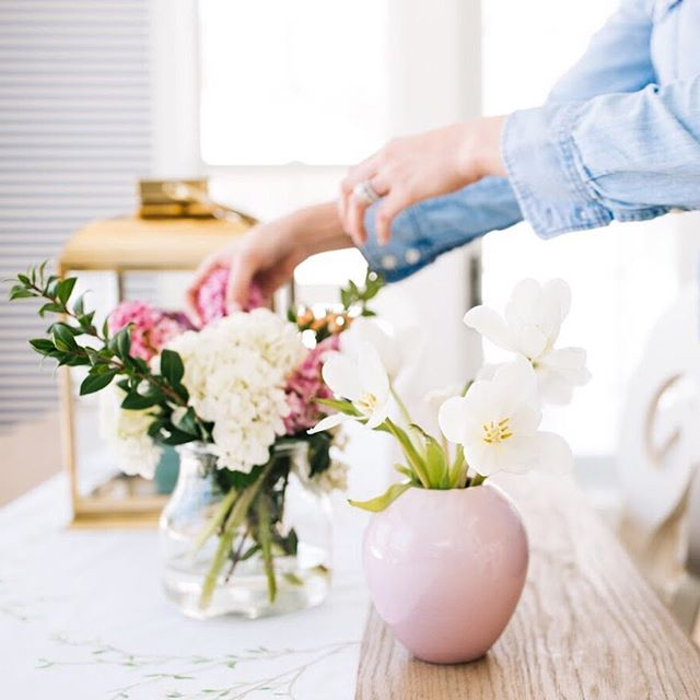 I'm just a girl who loves flowers with all her might 🌸 Photo shot for the lovely @briahammelinteriors