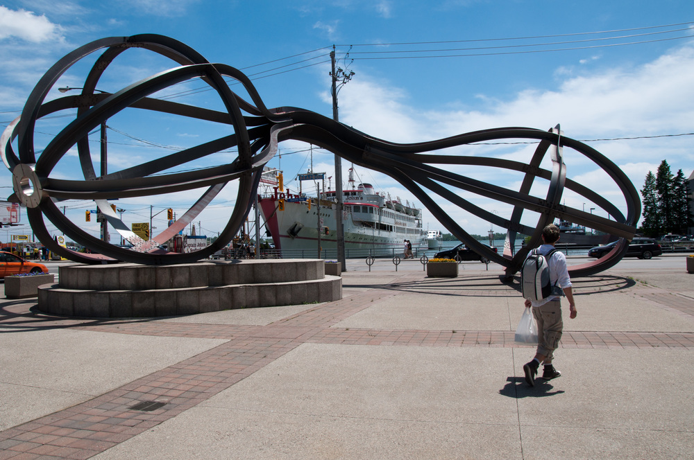 Between the Eyes  (1990) by Richard Deacon, Yonge St. and Queens Quay. Photo by Alexandre Moreau, licensed under the Creative Commons Attribution-Share alike 2.0.