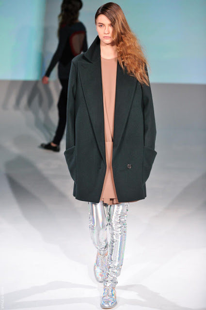 Hussein Chalayan F/W 12   LOVE this look