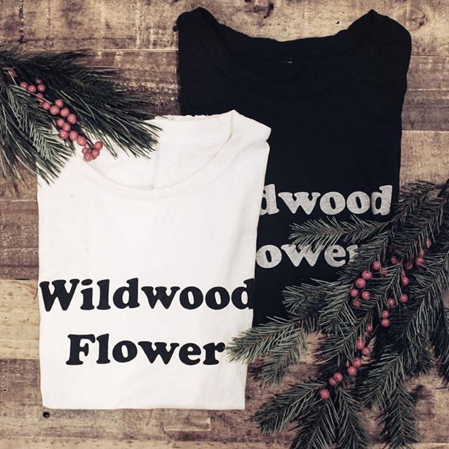 Merry Christmas from Violets + Vinyl.  We still have our Wildwood Flower tees in stock.  It's not too late to buy a gift for yourself😉