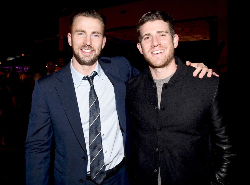 rs_1024x759-150201093113-1024.Chris-Evans-Superbowl-Party.jl.020115.jpg