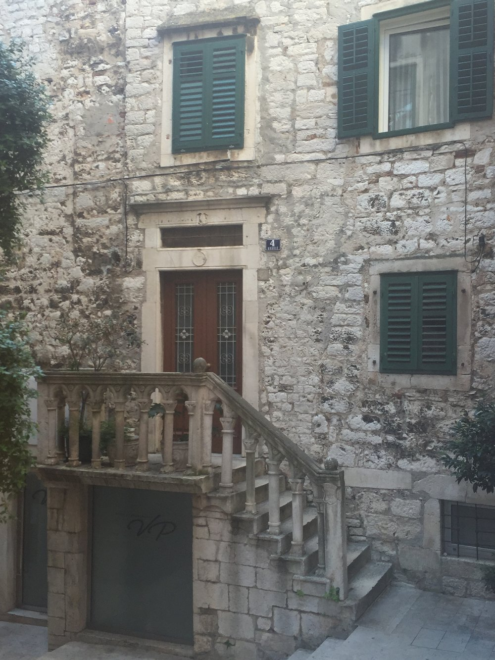 The fine details of a Renaissance era courtyard.