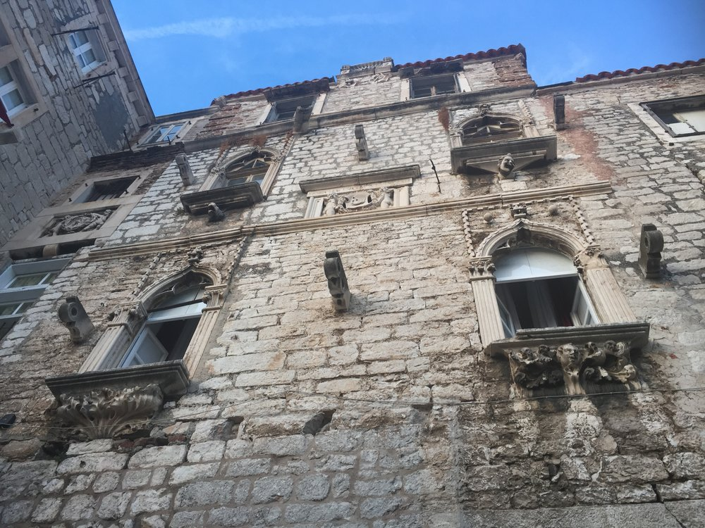 The Venetian windows adorning the southern facade of the Palazzo Pelegrini.