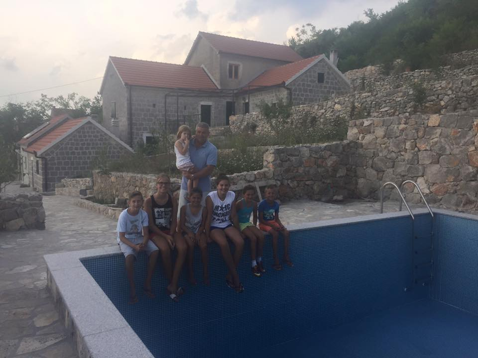 My cousin Ivan with his daughter Brigitta. In the foreground are my cousins Ivan, Bruna, Antea, Filipa, Lucija and Ante. Somewhere nearby we lost Petra, Blanka and Maria.