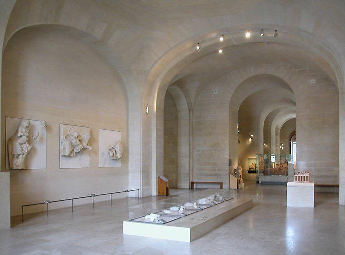 Musee Louvre_Metopes_Olympie_Salle.jpg