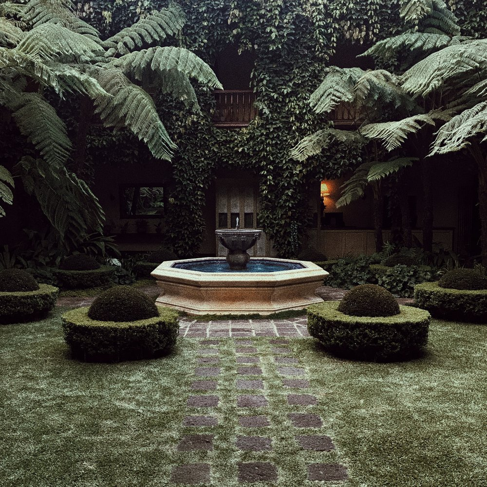 The garden of Palacio de Dona Leonor behind the tea room.