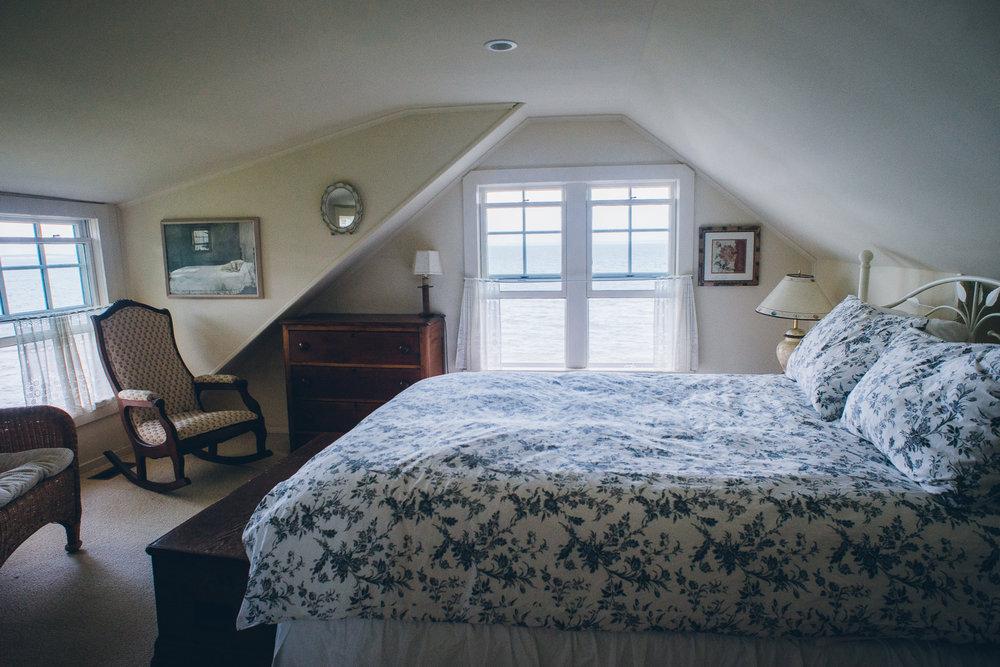 upstairs queen bedroom.jpg
