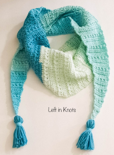 The Snow Drops Mod Scarf is a modern one skein triangle scarf that highlights the stunning texture of the star stitch. You can make this free crochet pattern with just one skein of Caron Cakes yarn or with any worsted weight yarn you have in your stash