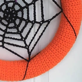 This week I am taking a break from cozy fall wearables to bring you this adorable, fast and simple Halloween decoration!  This crocheted spider web wreath will work up in no time to add to your door before the trick-or-treaters arrive.  Keep reading for the free crochet pattern :)