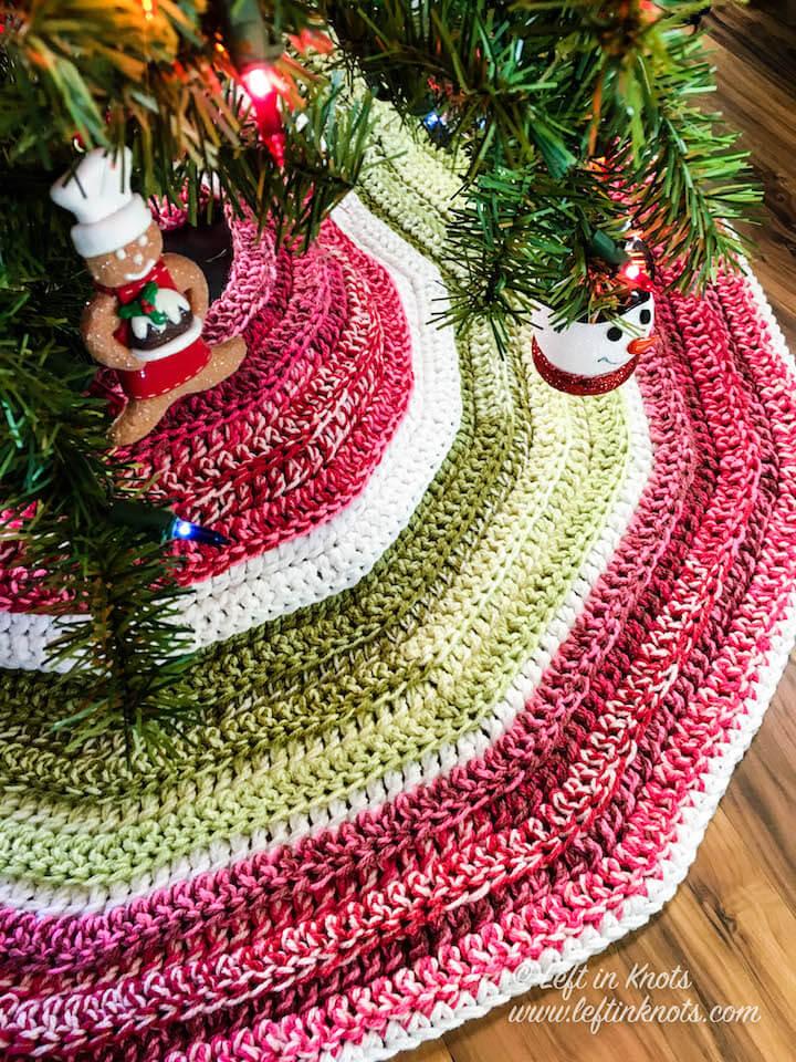 Crochet Holly Jolly Christmas Tree Skirt A Free Pattern Left In Knots