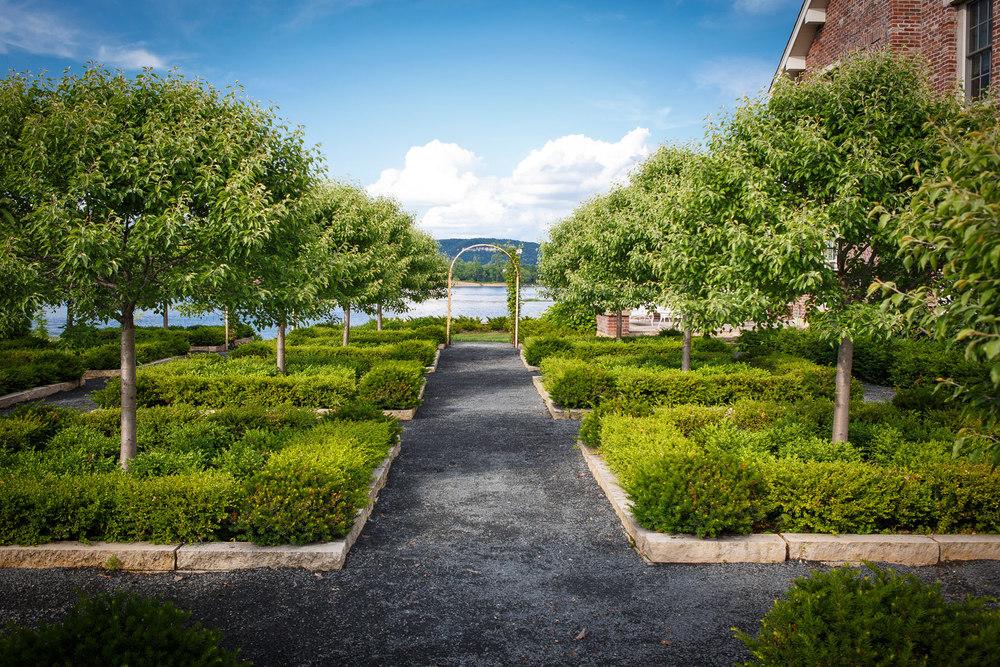 Formal-Garden-Wabasha-7272-apf.jpg