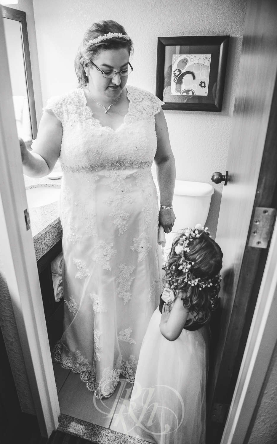 Dani & Chris - Minnesota Wedding Photographer - RKH Images - Flower Girl-1.jpg