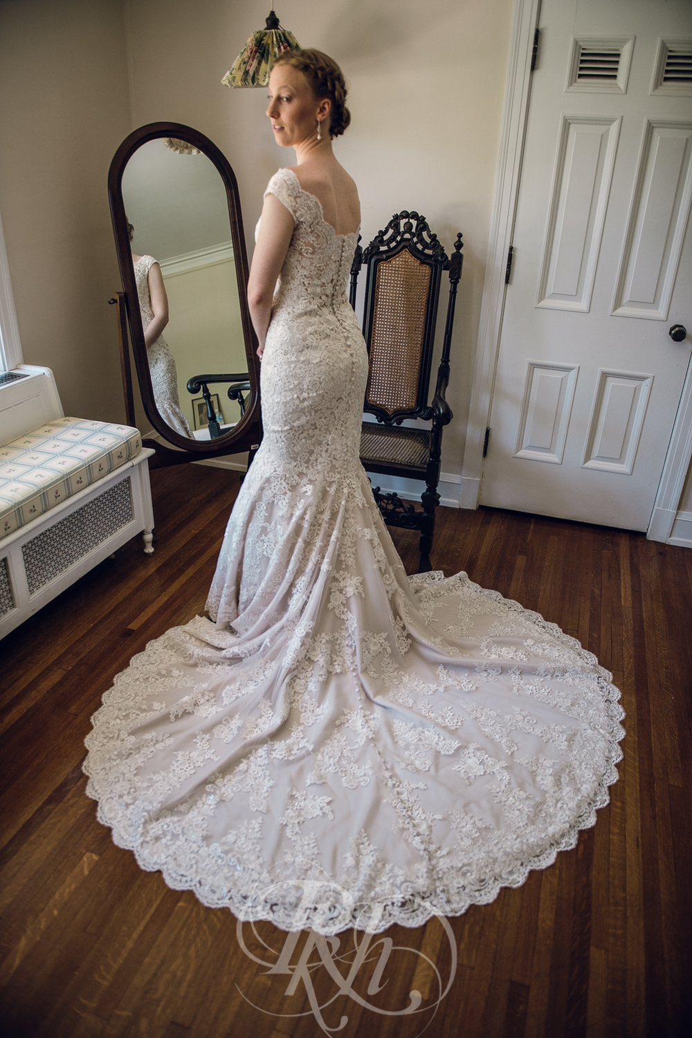 Erin & Jared - Minnesota Wedding Photographer - RKH Images - Blog - Getting Ready-11.jpg