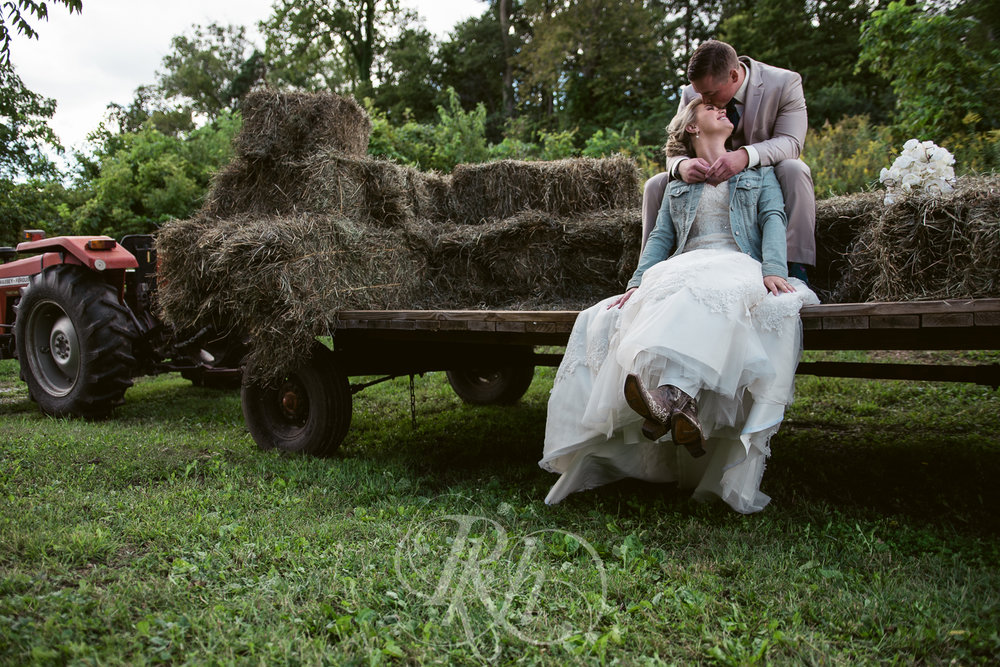 Abby & Sean - Minnesota Wedding Photographer - Barn at Crocker's Creek - RKH Images - Blog -16.jpg