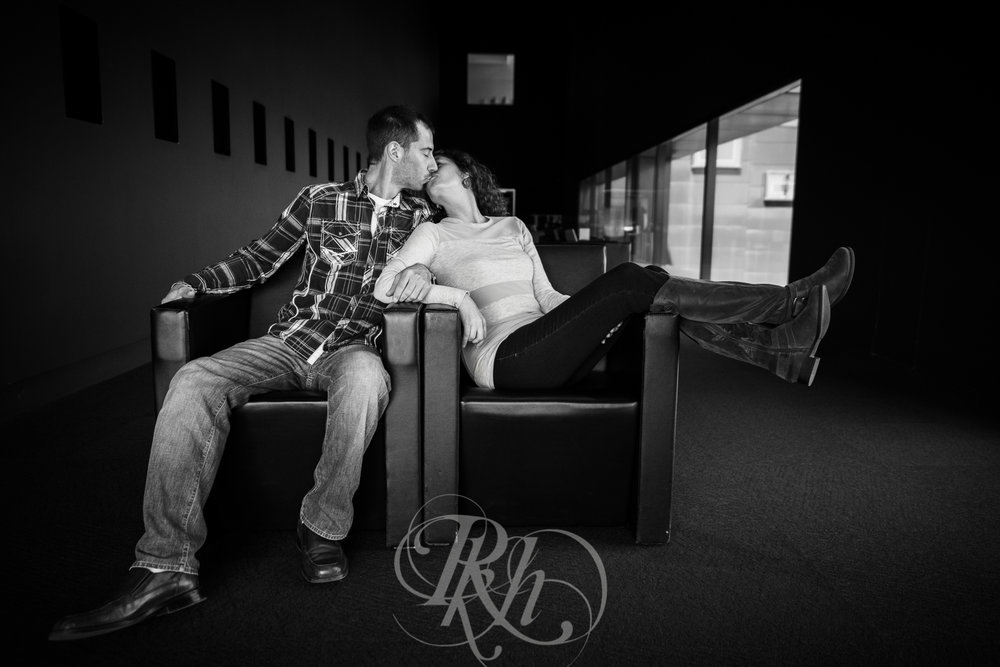 Stephanie & Sean - Minnesota Engagement Photography - RKH Images  -10.jpg