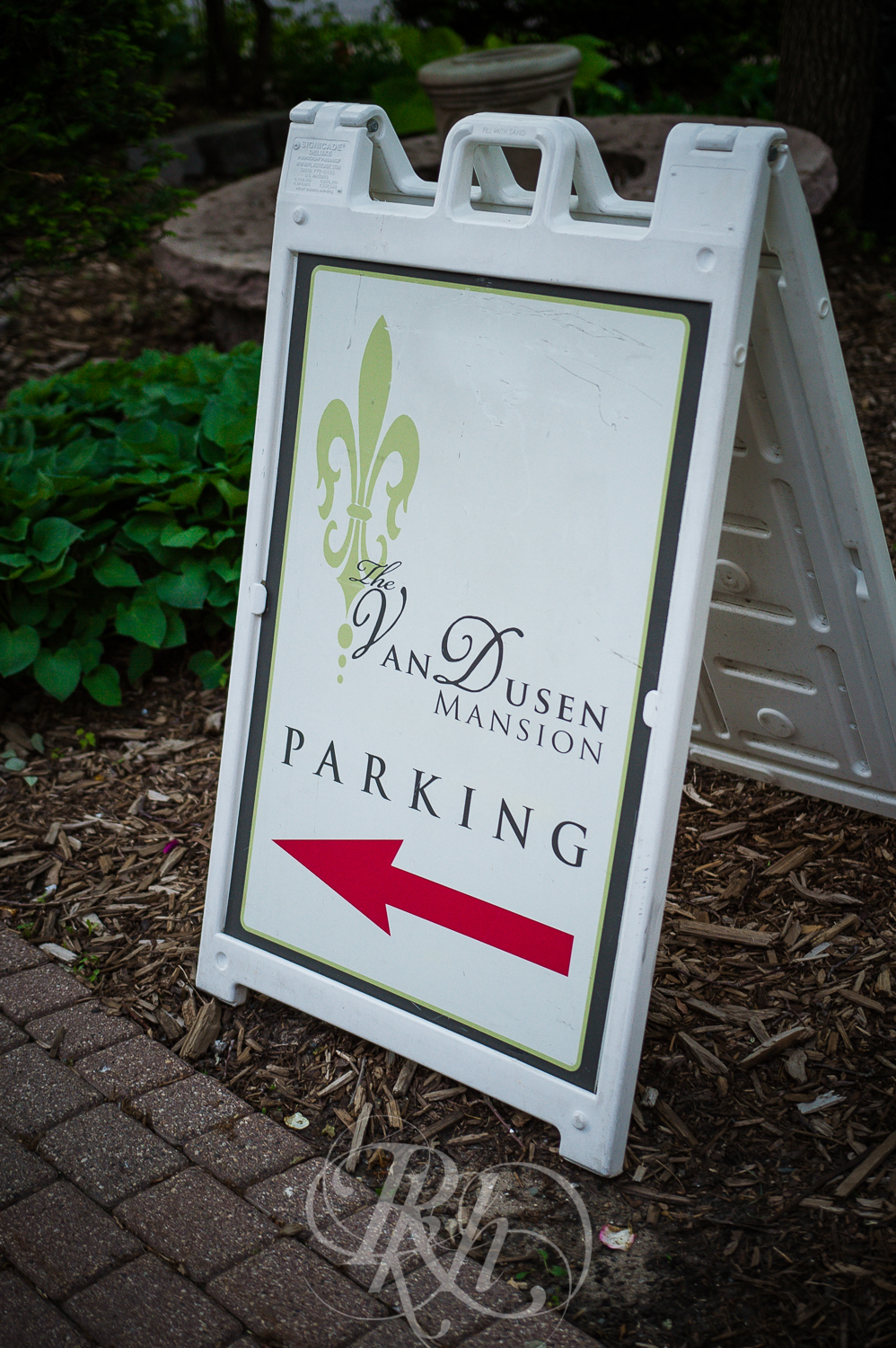Megan & Gavin - Minnesota Wedding Photography - Van Dusen Mansion - RKH Ikmages -7.jpg