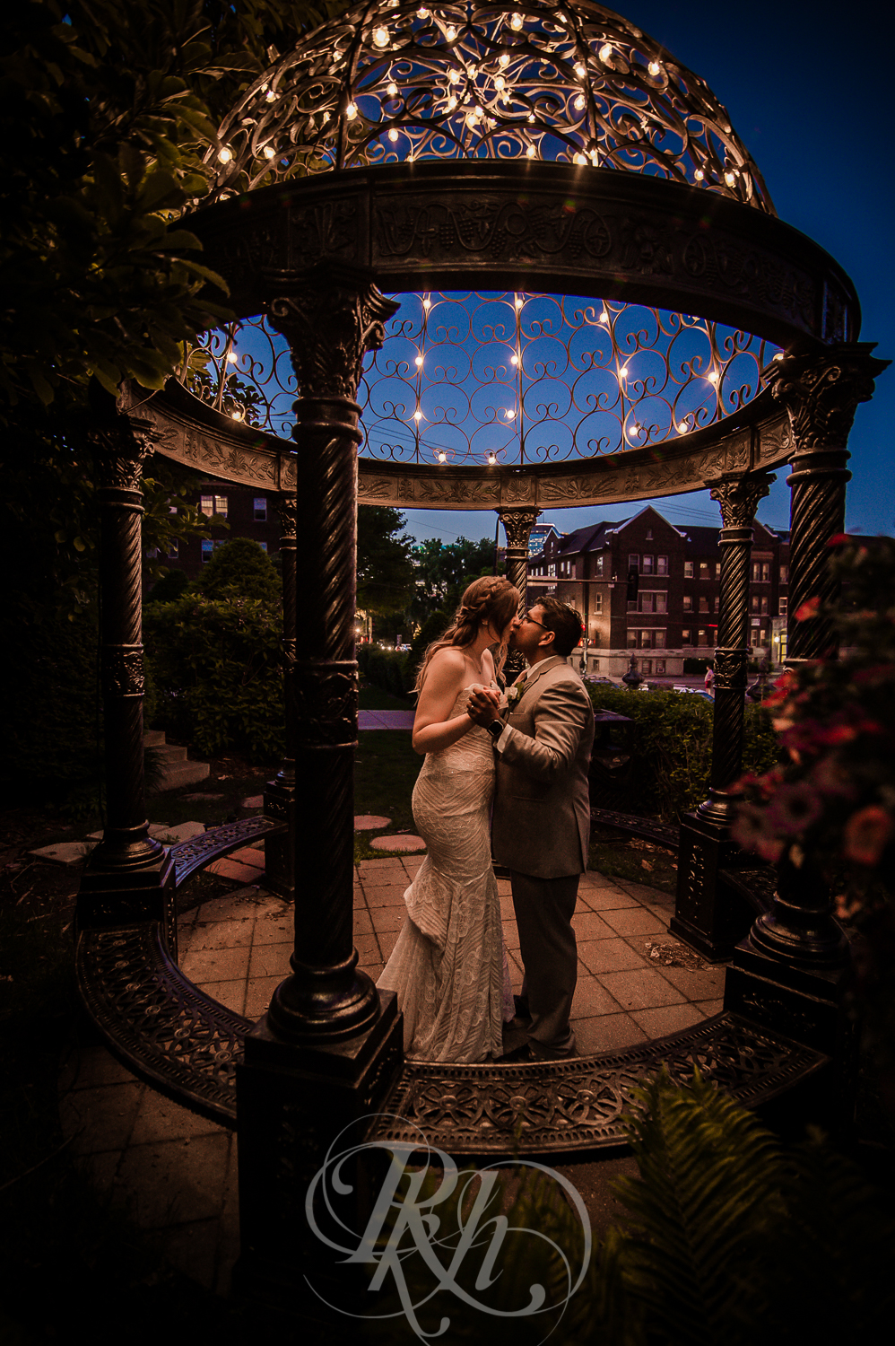 Megan & Gavin - Minnesota Wedding Photography - Van Dusen Mansion - RKH Ikmages -37.jpg