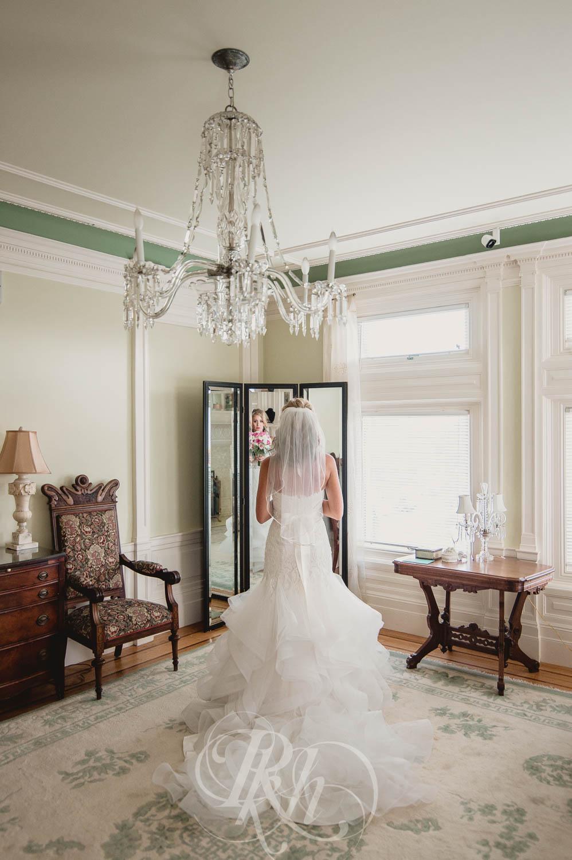 Megan & Jeff - Minnesota Wedding Photographer - Van Dusen Mansion - RKH Images - Blog  (14 of 37).jpg