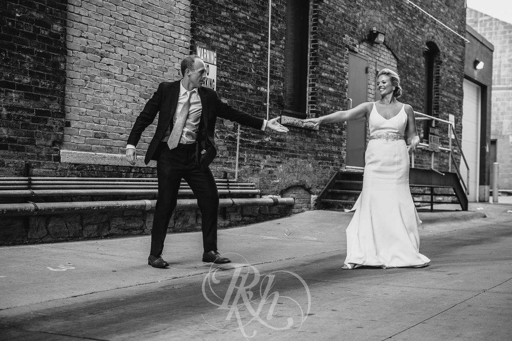 Becky & Jeff - Minneapolis Wedding Photography - Minneapolis Event Center - RKH Images - Blog  (32 of 40).jpg