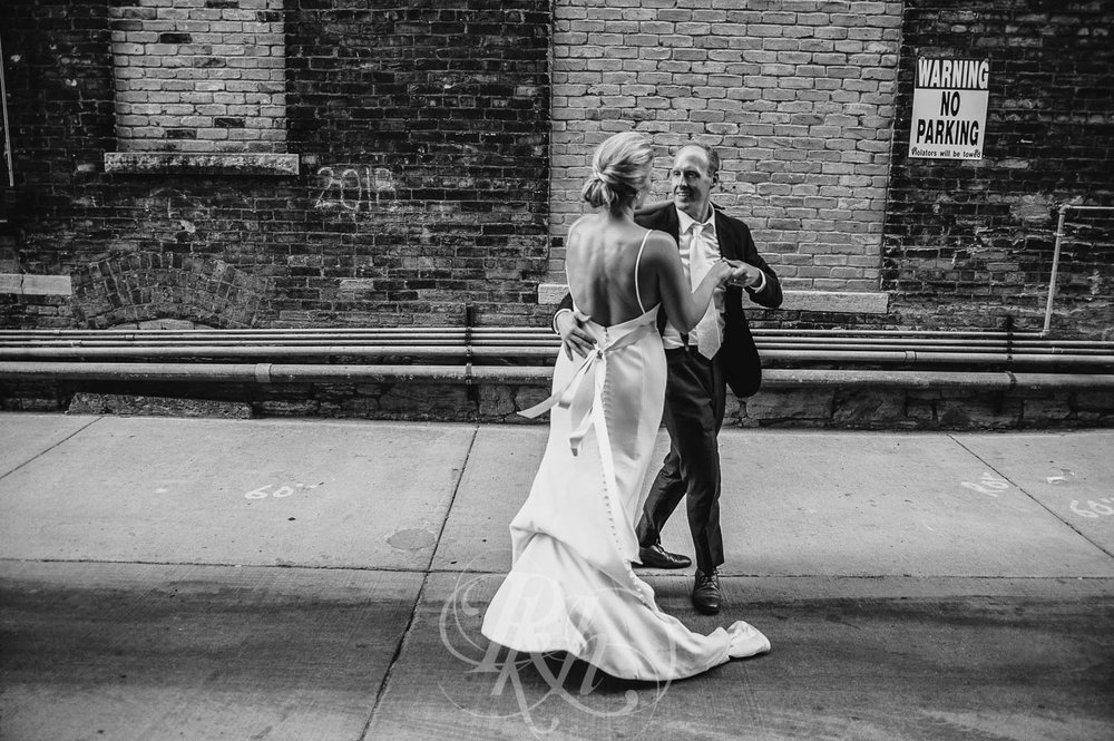 Becky & Jeff - Minneapolis Wedding Photography - Minneapolis Event Center - RKH Images - Blog  (33 of 40).jpg