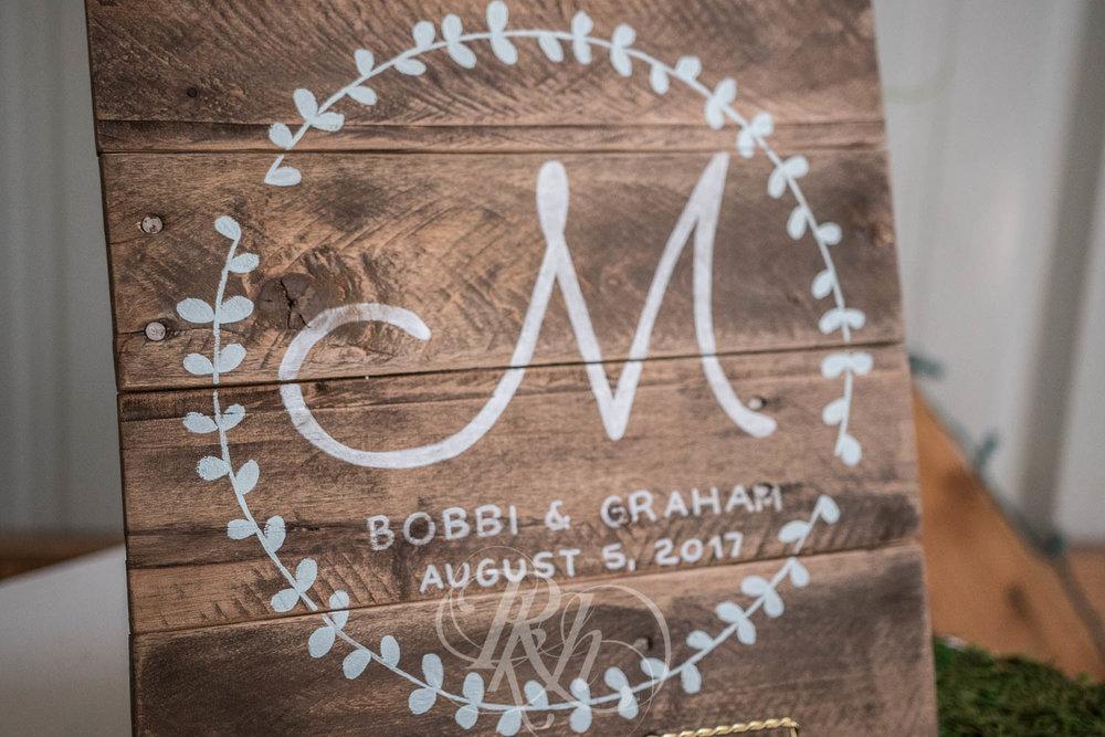 Bobbi & Graham - Wisconsin Wedding Photography - RKH Images - Blog  (8 of 43).jpg