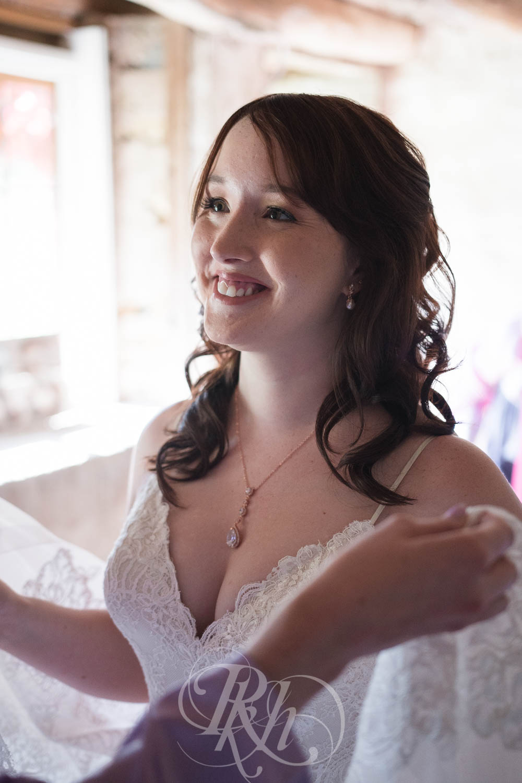 Christy & Matt - Wisconsin Wedding Photography - Birch Hill Barn - RKH Images  (18 of 47).jpg