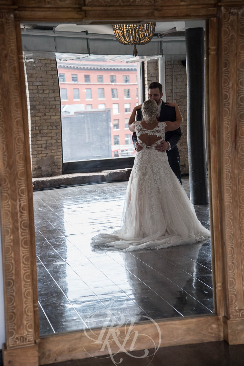 Katie & Jeff - Minnesota Wedding Photography - Lumber Exchange Building - RKH Images - Blog  (22 of 49).jpg
